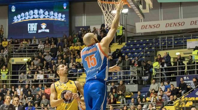 pallacanestro cantù vince a torino
