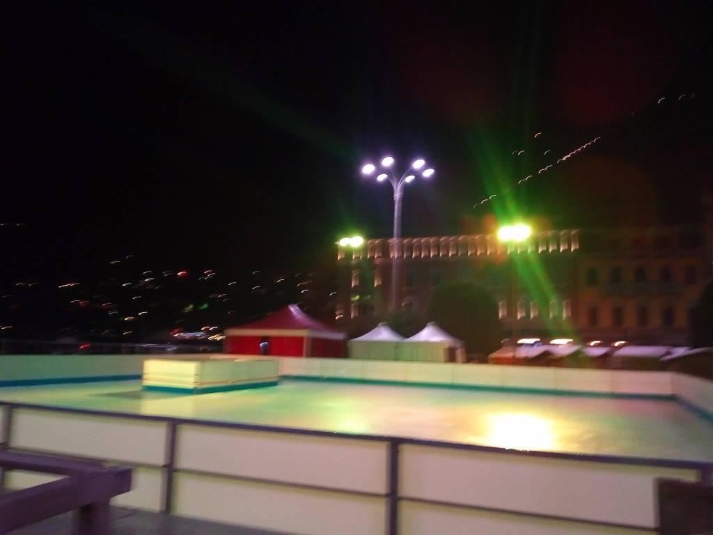 Pista del ghiaccio dei Balocchi: prove di illuminazione