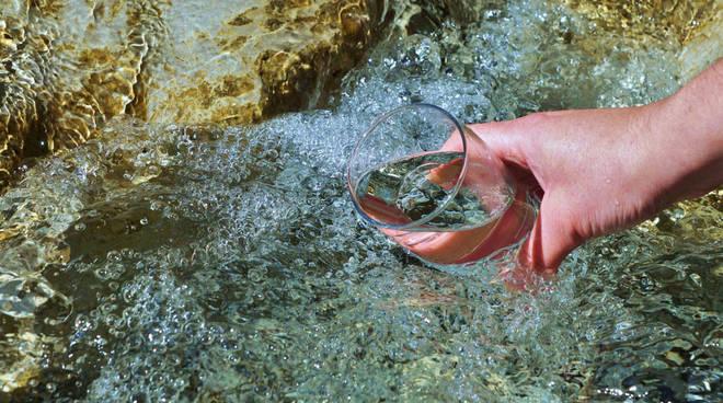 sorgente acqua acquedotto