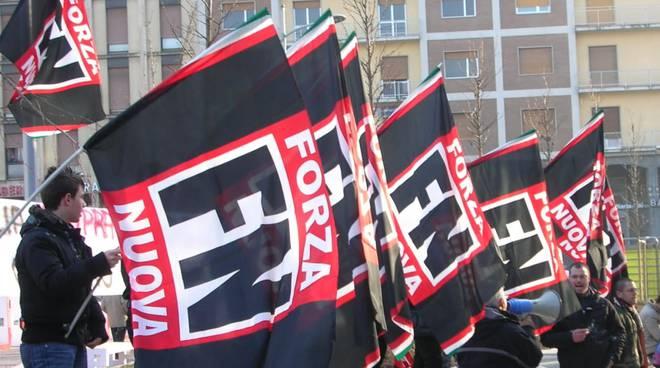 bandiere forza nuova per manifestazione