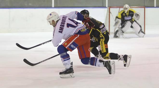 hockey como sconfitto a cavalese dal fiemme