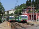 stazione trenord inverigo esterno con treni