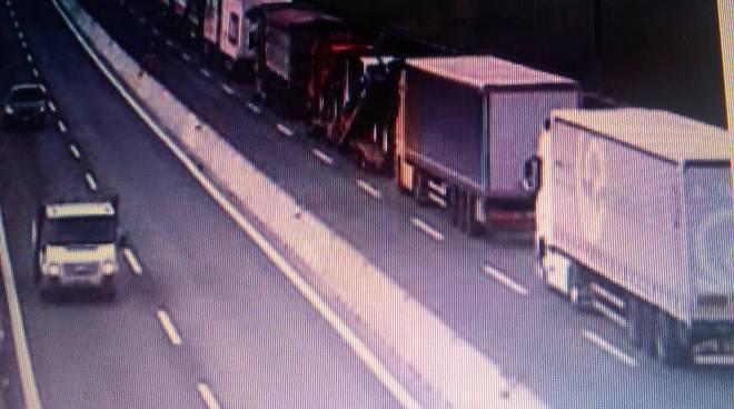 coda camion autostrada a9 verso svizzera da webcam v