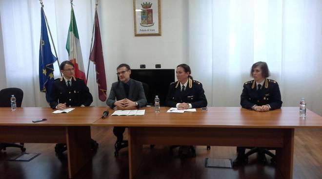 conferenza stampa questura di como per fermo terroristi fenegrò