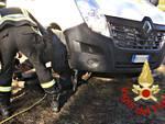 furgone su tubazione del gas a cassina rizzardi, rimosso dai pompieri