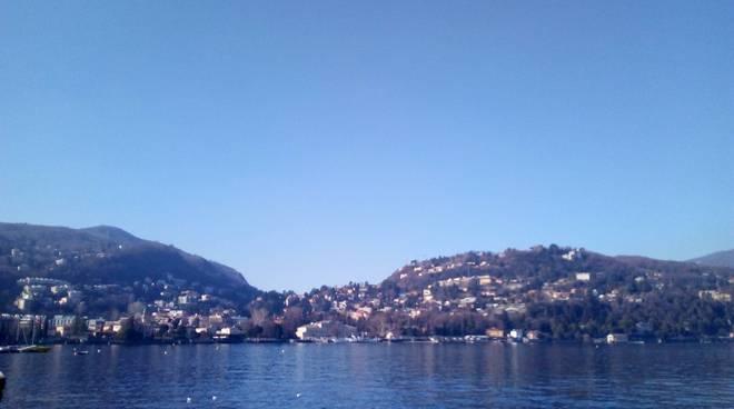 giorni della merla nel comasco, cielo azzurro primo bacino lago