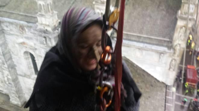 L'arrivo della Befana a Como: discesa dal Broletto