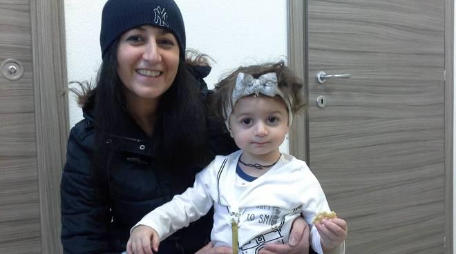 nicole d'amato e la sua mamma sabrina, presto operazione al femore negli Usa