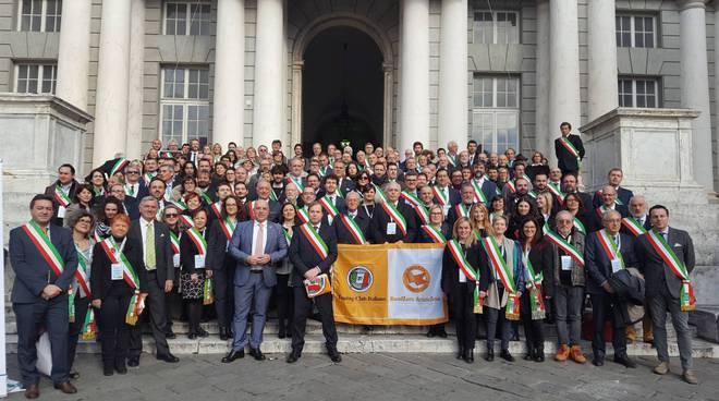 premiazione bandiere arancioni sindaco touring club