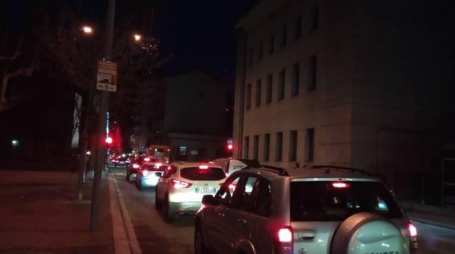 Traffico in tilt a Como per cercare un posto all'autosilo