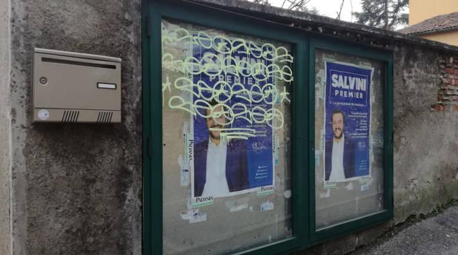 vandalismi notte contro sede lega nord ad erba