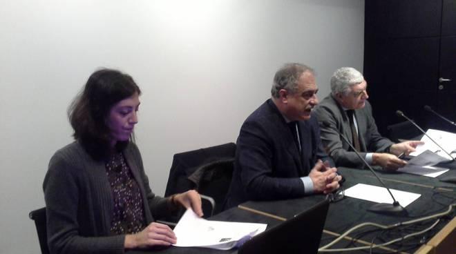 biblioteca como presentazione arte in città con sindaco