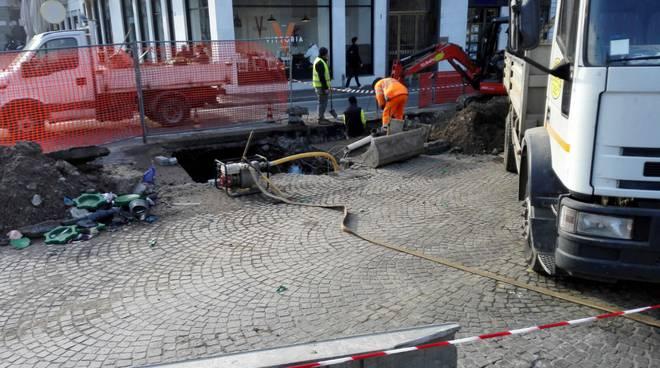 cantiere acsm agam per riparazione guasto acquedotto como