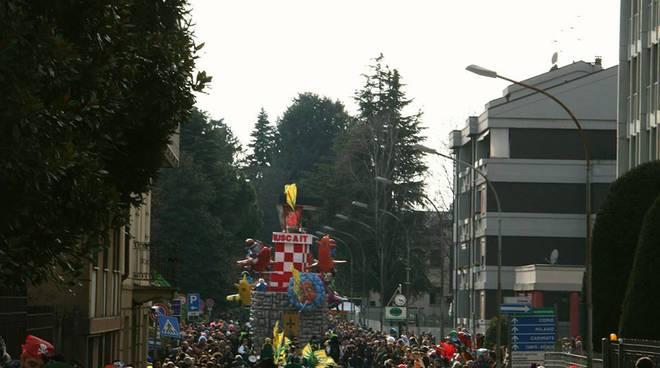 carnevale di cantù terza sfilata le immagini più belle