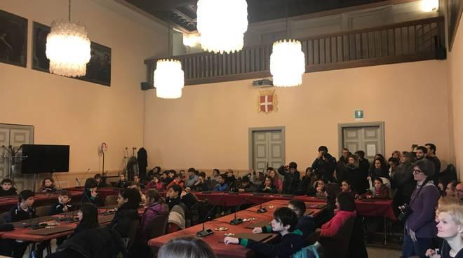 erasmus+, gli studenti comaschi e quelli stranieri ricevuti dal sindaco in comune
