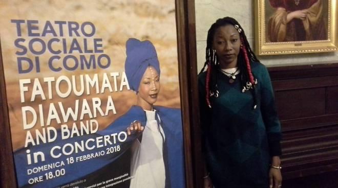 fatoumata diawara presenta a como il suo concerto per data zero del tour mondiale