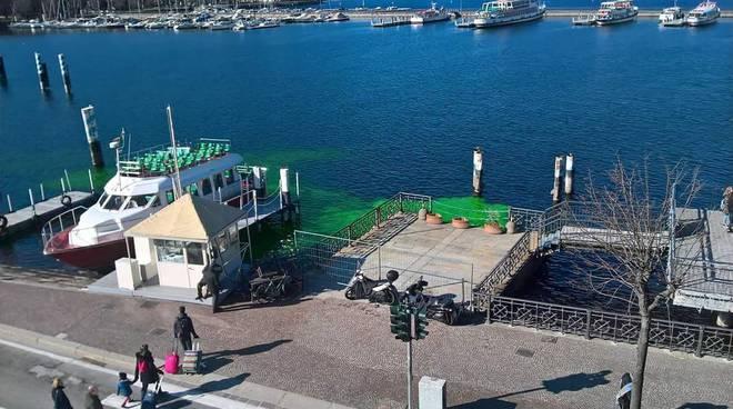 lago di como si colora di verde davanti al tasell, ma non è inquinamento