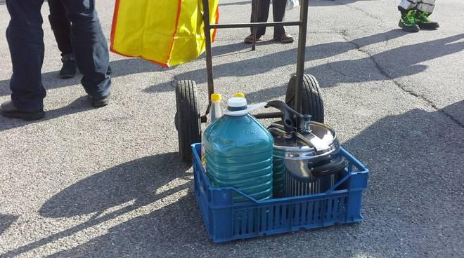 lora carenza di acqua distribuzione piazza