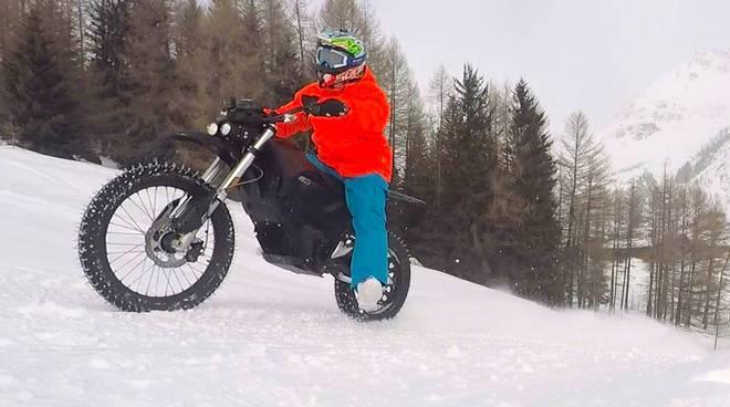 luca colombo record di moto sulla neve, discesa libera