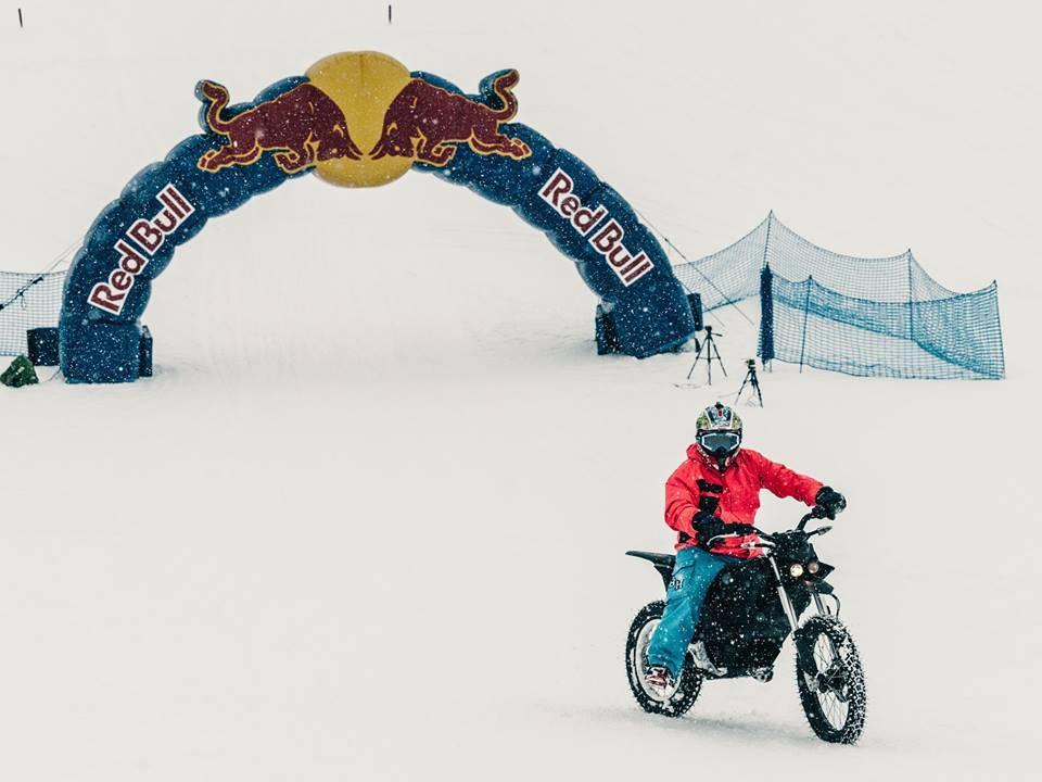 luca colombo tentativo record su neve con moto