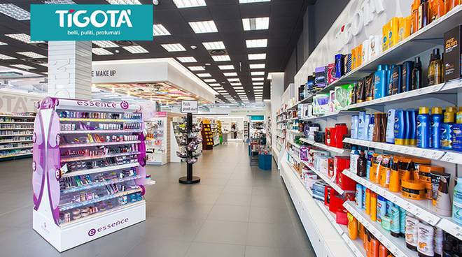 negozio di tigotà generico esterno ed interno