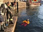 pompieri nel lago a viale geno per recupero cartucce inesplose