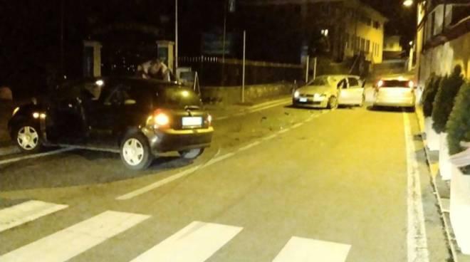 Scontro tra auto ad Argegno all'alba: cinque in ospedale