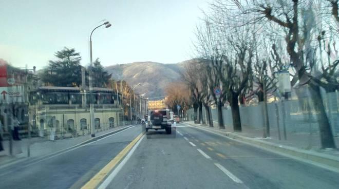 strade ghiacciate hinterland di como e pulite in città