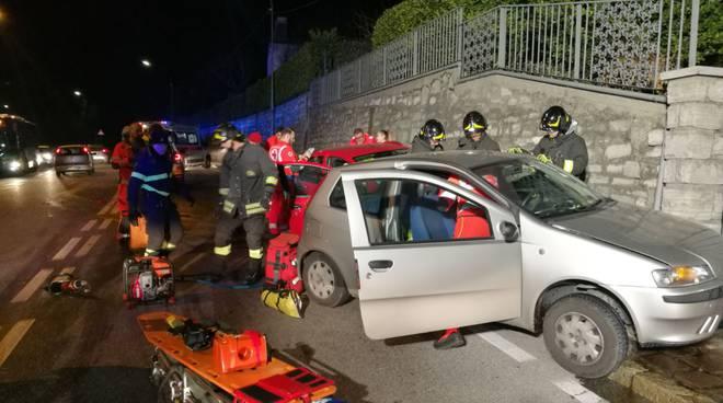 via varesina incidente auto scontro  pompieri soccorsi