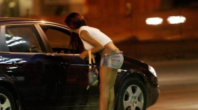 vigili arrestati per soldi da clienti prostitute in strada