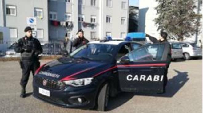 carabinieri alle case popolari di turate scoperta droga controlli