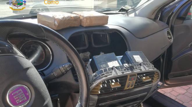 cocaina sequestrata dalla Finanza sull'auto a lomazzo