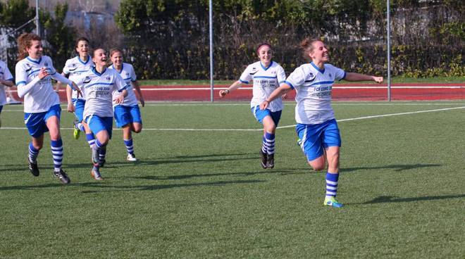 como 2000 calcio femminile esultanza dopo rete alla capolista