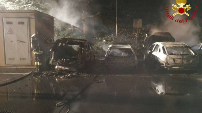 incendio notte auto via vecelio uggiate trevano pompieri