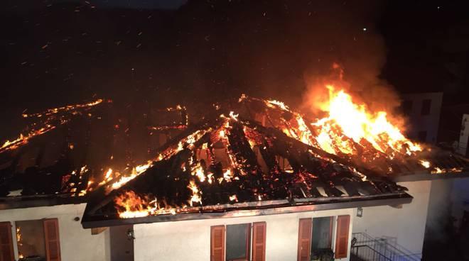incendio tetto ed abitazione a carlazzo via alle stalle