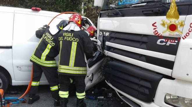 incidente lomazzo furgone e camion pompieri