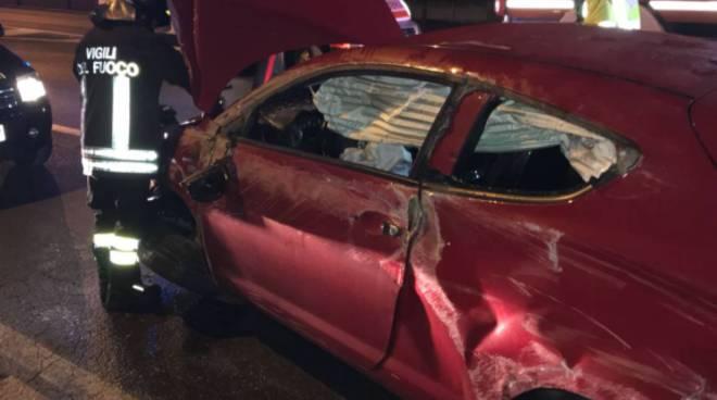 incidente napoleona como, auto ribaltata notte pompieri soccorsi