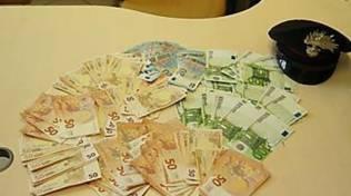 soldi falsi arresto dei carabinieri in banca a cantù