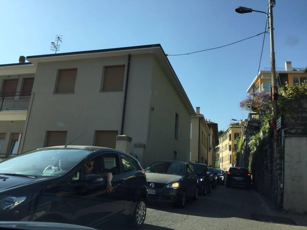 Anche oggi grande pienone di turisti a Como, strade al collasso