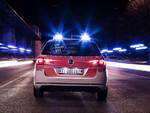 auto polizia svizzera di notte da retro
