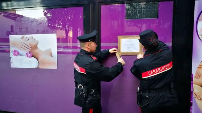 carabinieri chiudono centro benessere di viale masia a como