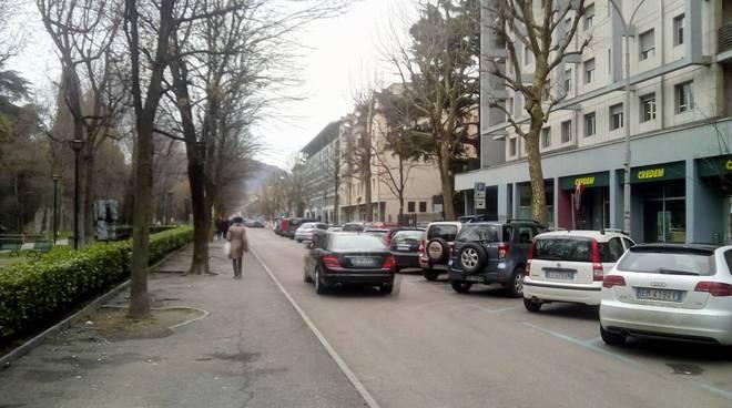 Fiera di Pasqua a Como: la folla e il ritorno delle auto in viale Varese