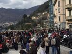 folla record per giornata pasquetta di como e gente in treno arrivi
