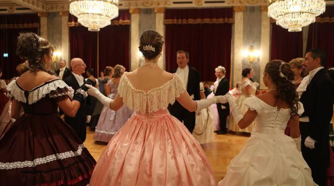 gran ballo 800 teatro sociale como