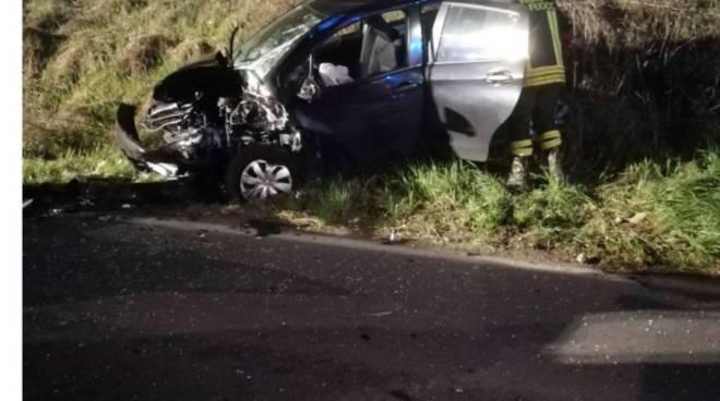 incidente montano lucino via roma scontro tra auto nella notte