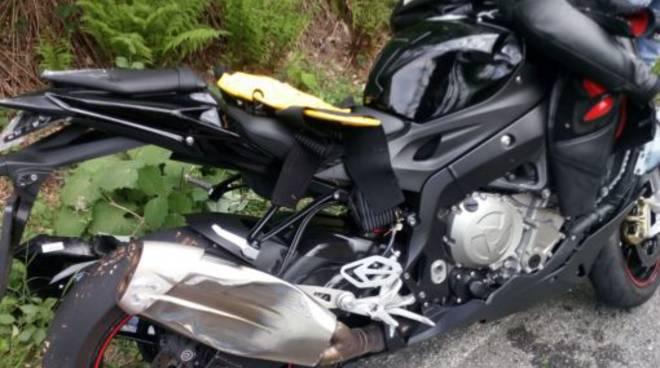 incidente villa vergano auto contro moto di un ragazzo di tavernerio