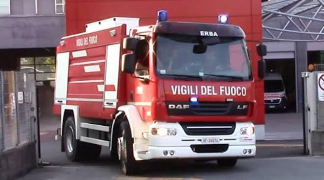 pompieri comando di erba uscita del camion da caserma