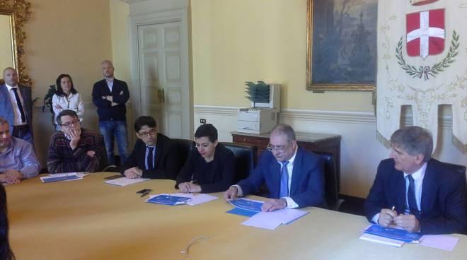 simona rossotti e sindaco landriscina presentano dati raccolta rifiuti