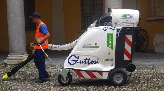 aspiratore glutton in dotazione ad aprica da oggi pulizia strade di como