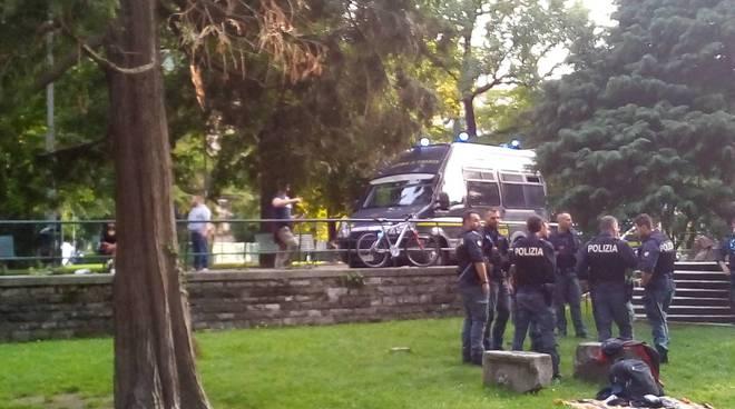 giardini a lago di como aggressione tra stranieri, tre feriti polizia e ambulanza